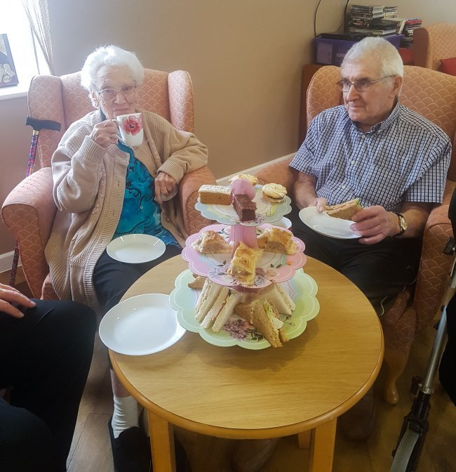 Heron Court residents visit Longview care home for delightful Afternoon Tea.