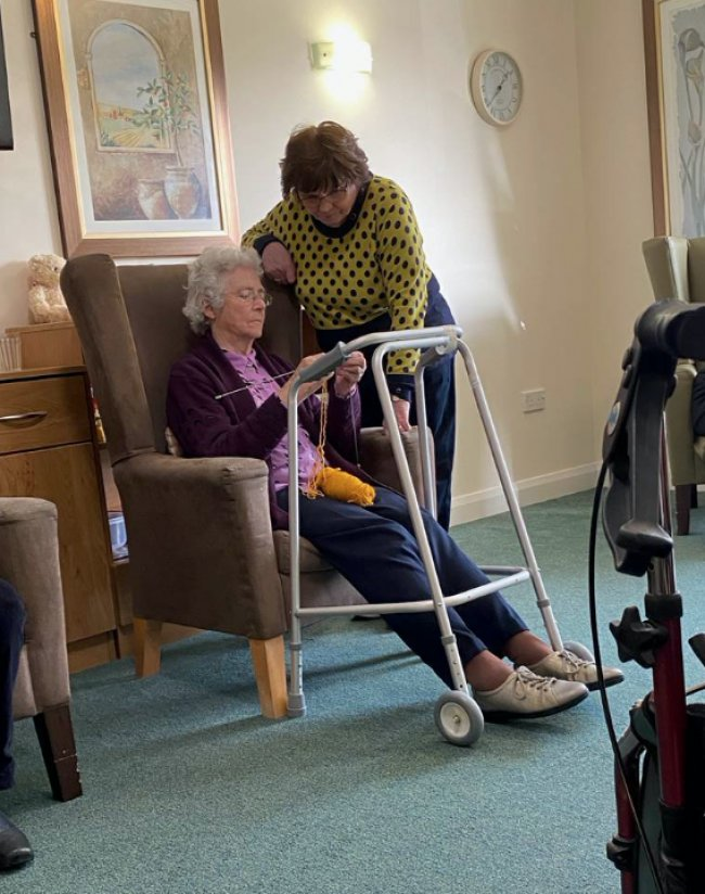 Weavers House care home host 'Knit and Natter'.